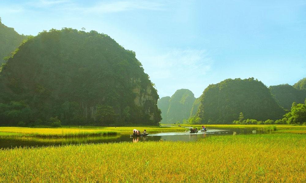 Top 10 địa điểm chụp ảnh cưới đẹp dịp cuối năm - Tràng An (Ninh Bình)