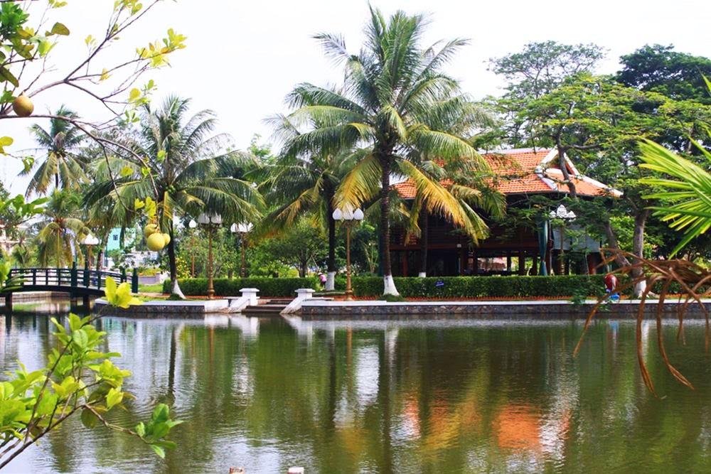Địa điểm chụp ảnh cưới đẹp ở Đồng Tháp - Lăng cụ phó bản Nguyễn Sinh Sắc