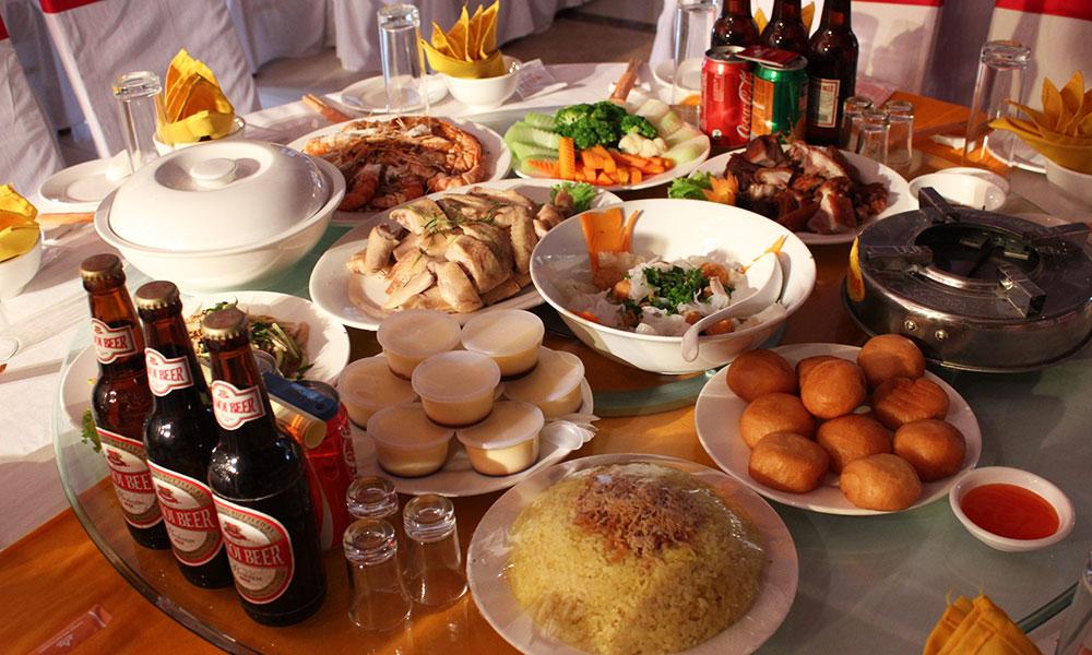 Dịch vụ cưới hỏi trọn gói - Thực  đơn đĩa tiệc và phục vụ tiệc