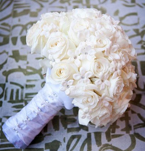 Hoa cưới cầm tay màu trắng