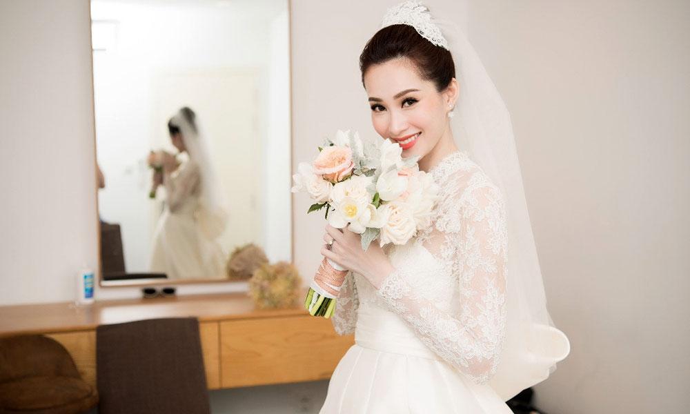 Lê Thanh Hòa chính tay thiết kế váy cưới tặng riêng cho Đặng Thu Thảo