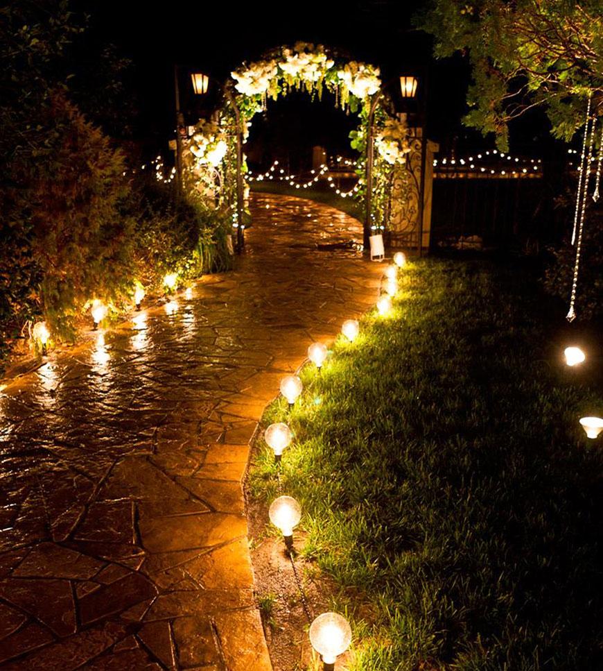 Kinh nghiệm tổ chức tiệc cưới ngoài trời - trang trí lối đi