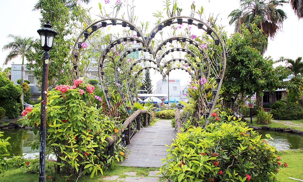 Trung tâm hội nghị tiệc cưới Cửu Long Cần Thơ - Khuôn viên sân vườn