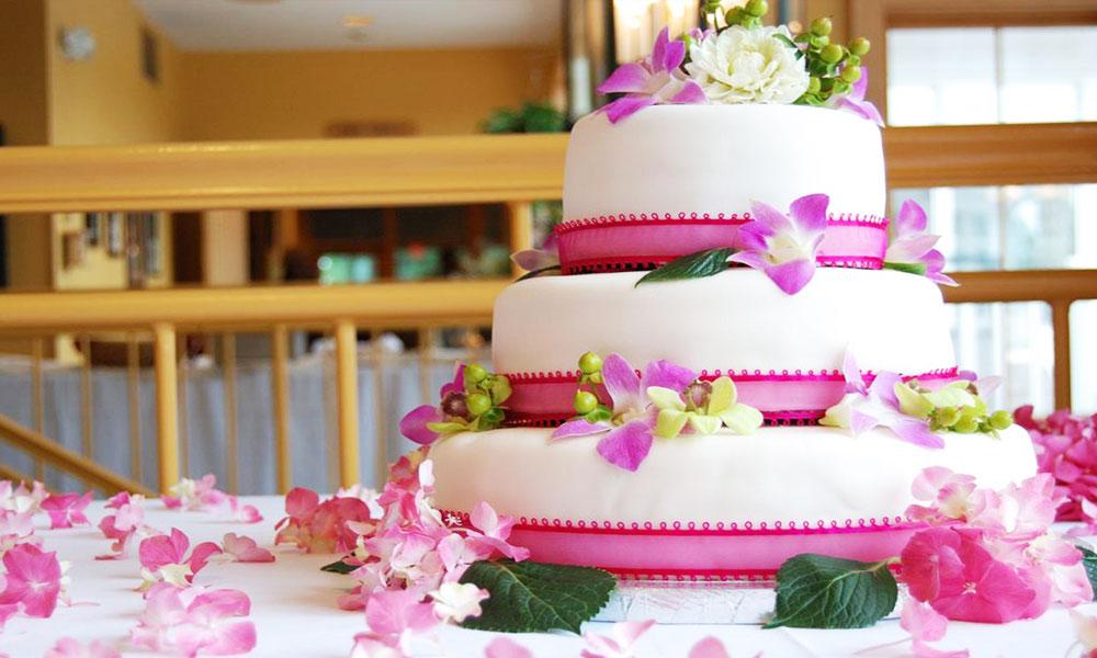 Trung tâm hội nghị tiệc cưới Cửu long khuyến mãi tiệc cưới 2017 - Bánh cưới 3 tầng
