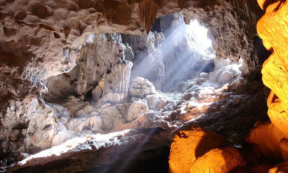 Tuần trăng mật  Nên đi du lịch ở đâu - Vịnh Hạ Long (Quảng Ninh)