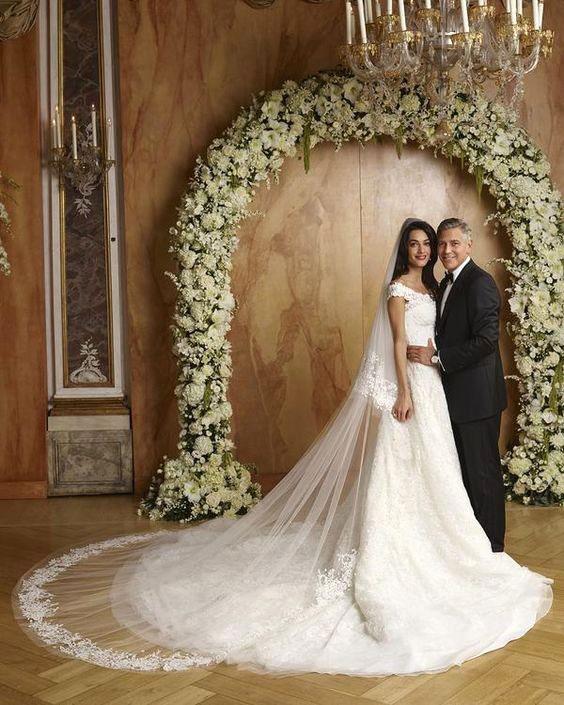 Váy cưới đẹp nhất mọi thời đại - Váy cưới của Amal Clooney